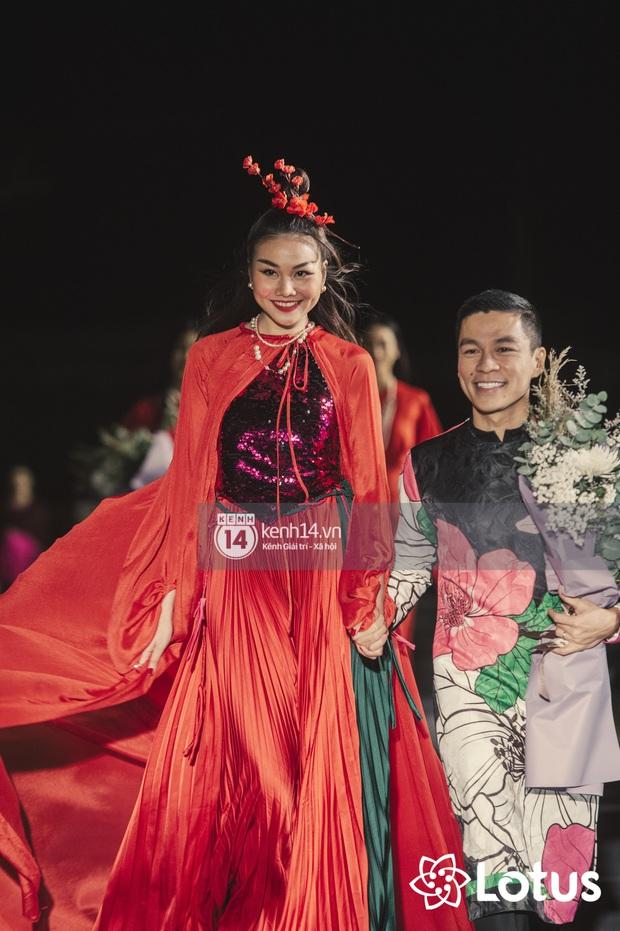 Lương Thuỳ Linh - Đỗ Hà nổi bần bật trong vị trí first face, Thanh Hằng bùng nổ với khí chất nữ thần tại show Đào của NTK Adrian Anh Tuấn - Ảnh 24.