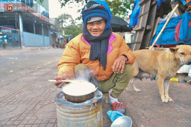 Khu ổ chuột giữa lòng Hà Nội những ngày lạnh nhất từ đầu mùa: Hàng ế nhờ cả xóm ăn hộ, đêm về bà cháu chỉ biết ôm nhau ngủ chống rét - Ảnh 7.