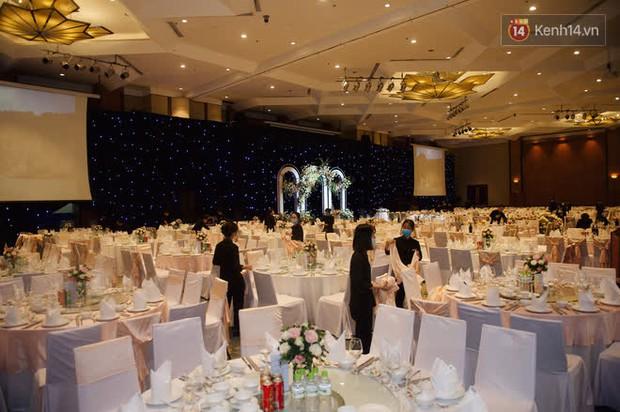 Những hình ảnh đầu tiên về tiệc cưới tại khách sạn hạng sang của MC Thu Hoài và chồng CEO - Ảnh 2.