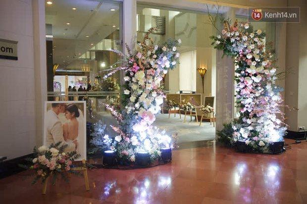 Những hình ảnh đầu tiên về tiệc cưới tại khách sạn hạng sang của MC Thu Hoài và chồng CEO - Ảnh 5.