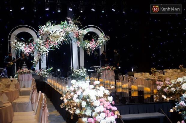 Những hình ảnh đầu tiên về tiệc cưới tại khách sạn hạng sang của MC Thu Hoài và chồng CEO - Ảnh 3.
