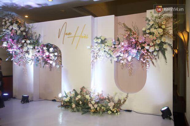 Những hình ảnh đầu tiên về tiệc cưới tại khách sạn hạng sang của MC Thu Hoài và chồng CEO - Ảnh 4.