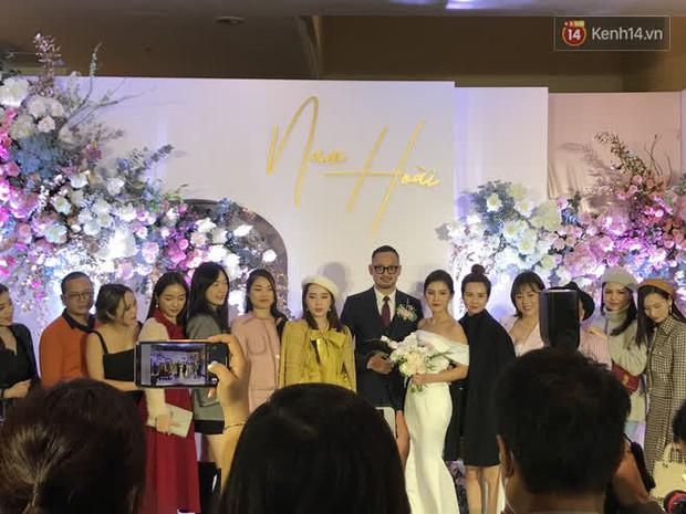 Phương Oanh lấp ló vòng 1 căng đầy, Quỳnh Nga - Lã Thanh Huyền rạng rỡ đọ sắc cùng Phanh Lee tại đám cưới MC Thu Hoài - Ảnh 2.