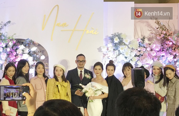 Bức ảnh quy tụ dàn cựu hot girl Hà thành trong đám cưới MC Thu Hoài, các cháu 2k khó đọ được bầu trời nhan sắc ấy - Ảnh 7.