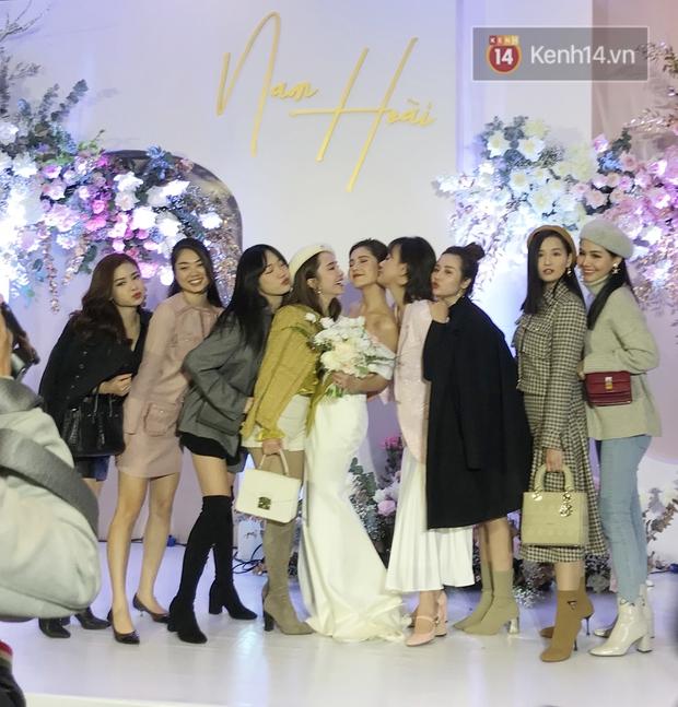 Bức ảnh quy tụ dàn cựu hot girl Hà thành trong đám cưới MC Thu Hoài, các cháu 2k khó đọ được bầu trời nhan sắc ấy - Ảnh 5.