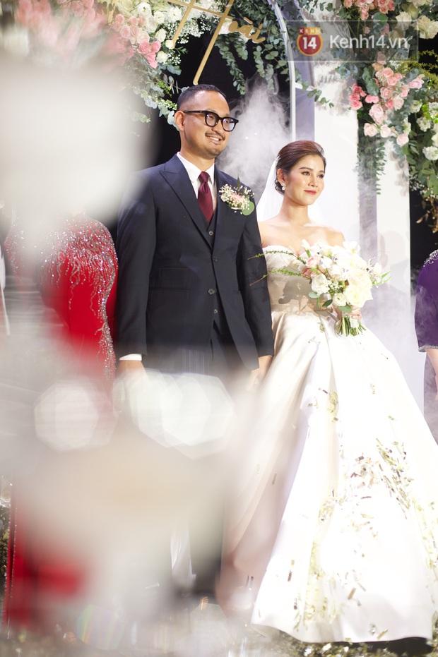 Bức ảnh quy tụ dàn cựu hot girl Hà thành trong đám cưới MC Thu Hoài, các cháu 2k khó đọ được bầu trời nhan sắc ấy - Ảnh 1.