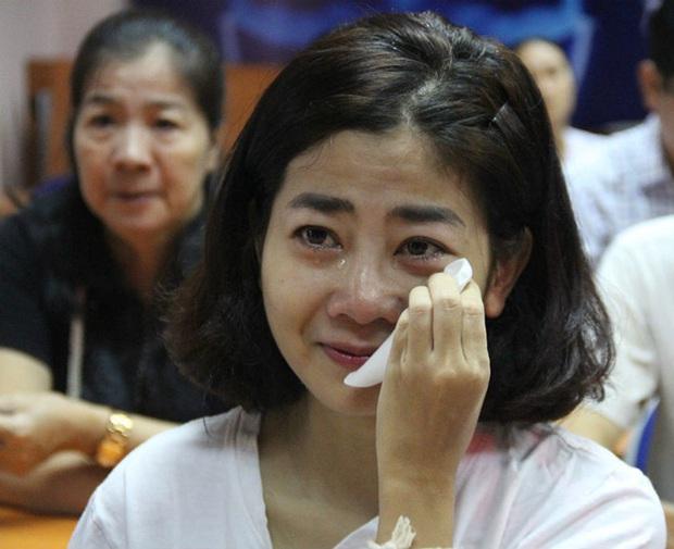 Chuyện phản cảm tại đám tang nghệ sĩ Vbiz: Đám đông cười đùa đến giật tài sản, vợ cố NS Chí Tài bị mạo danh vay 100 triệu - Ảnh 10.