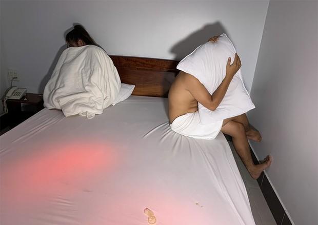 Tạm giữ hình sự quản lí khách sạn trẻ tuổi điều gái mại dâm - Ảnh 2.