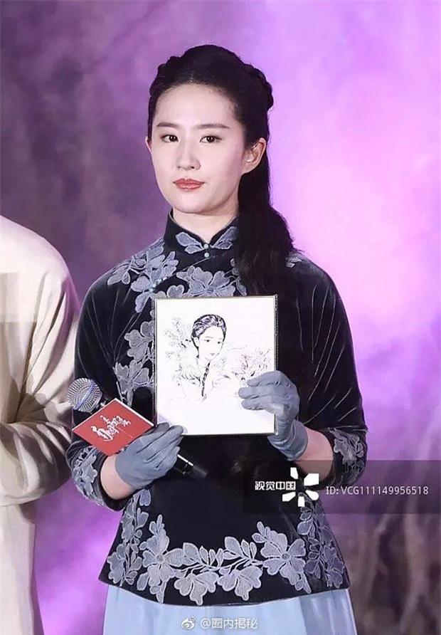 Những màn lột xác gây sốc nhất thập kỷ: Quá tiếc cho nhan sắc Việt Anh - Park Bom, Angela Baby - Hương Giang vụt sáng thành sao hạng A - Ảnh 40.