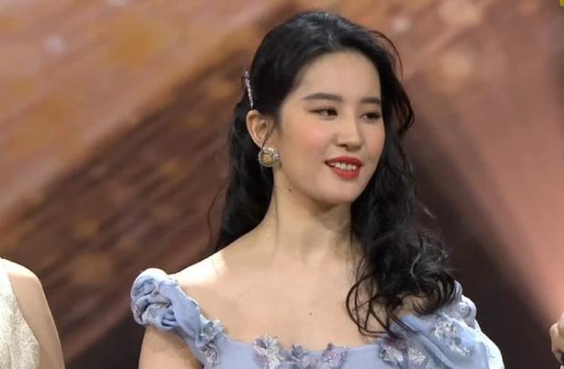 Những màn lột xác gây sốc nhất thập kỷ: Quá tiếc cho nhan sắc Việt Anh - Park Bom, Angela Baby - Hương Giang vụt sáng thành sao hạng A - Ảnh 42.