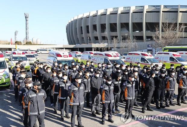 Hàn Quốc: Số ca COVID-19 mới cao kỉ lục, cả Seoul còn 1 giường chăm sóc đặc biệt - Ảnh 5.