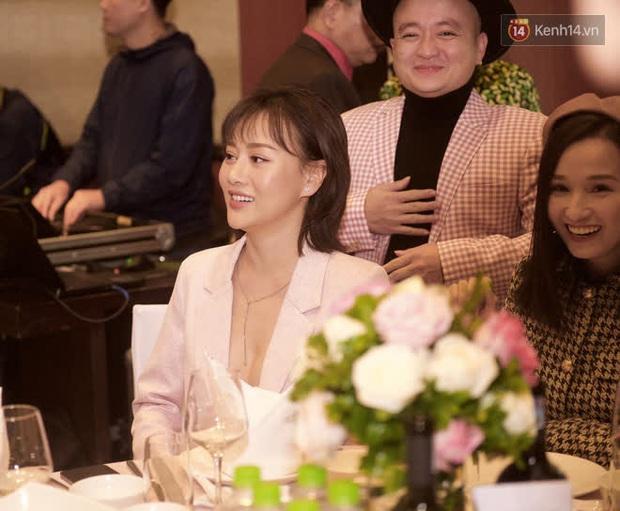 Phương Oanh lấp ló vòng 1 căng đầy, Quỳnh Nga - Lã Thanh Huyền rạng rỡ đọ sắc cùng Phanh Lee tại đám cưới MC Thu Hoài - Ảnh 5.