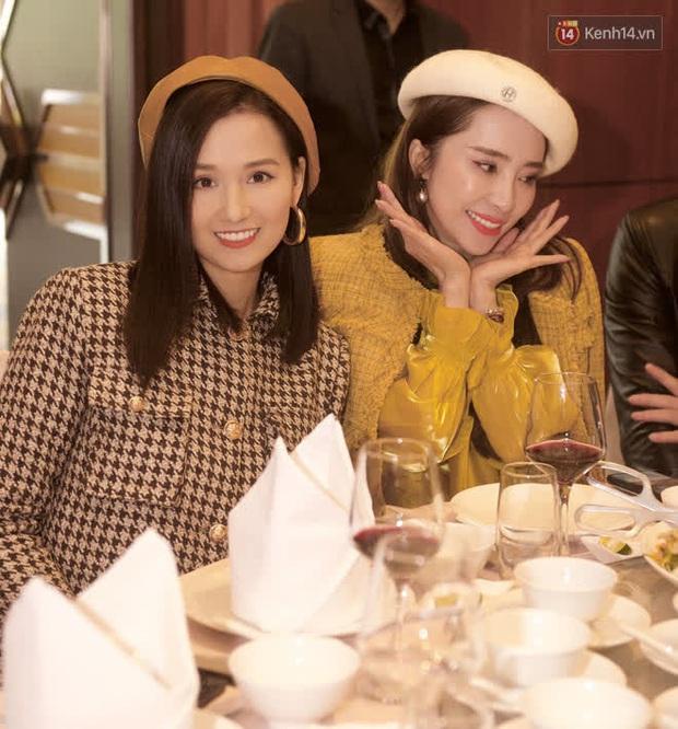 Phương Oanh lấp ló vòng 1 căng đầy, Quỳnh Nga - Lã Thanh Huyền rạng rỡ đọ sắc cùng Phanh Lee tại đám cưới MC Thu Hoài - Ảnh 4.