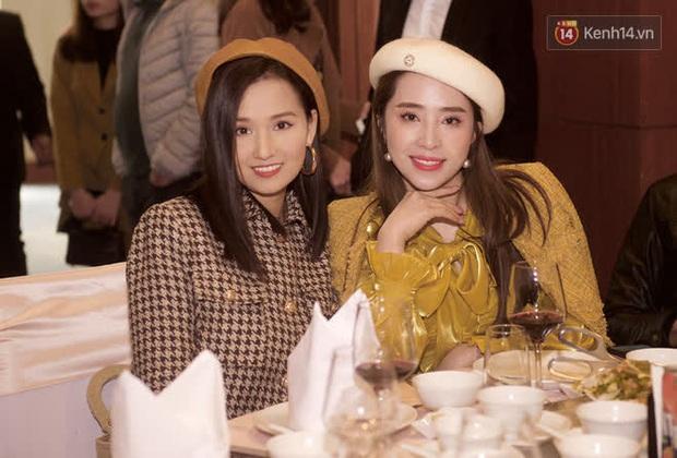 Phương Oanh lấp ló vòng 1 căng đầy, Quỳnh Nga - Lã Thanh Huyền rạng rỡ đọ sắc cùng Phanh Lee tại đám cưới MC Thu Hoài - Ảnh 3.