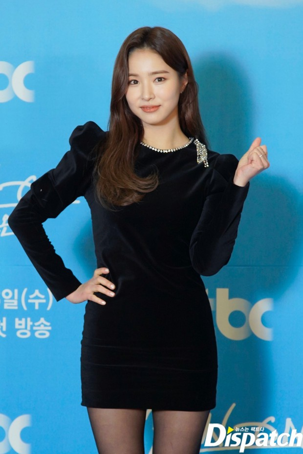 Sự kiện gây xôn xao xứ Hàn: Sooyoung khoe eo siêu nhỏ nhưng vẫn bị Shin Se Kyung sượng trân lấn át, couple chính đơ khó hiểu - Ảnh 2.