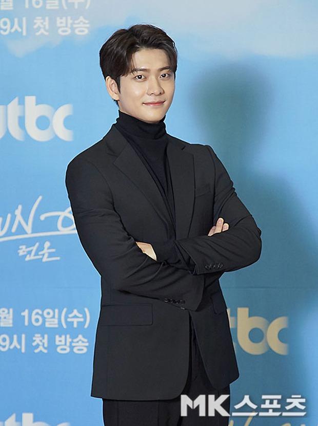 Sự kiện gây xôn xao xứ Hàn: Sooyoung khoe eo siêu nhỏ nhưng vẫn bị Shin Se Kyung sượng trân lấn át, couple chính đơ khó hiểu - Ảnh 8.