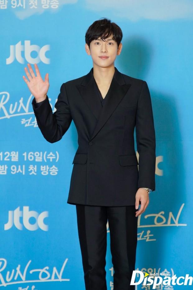 Sự kiện gây xôn xao xứ Hàn: Sooyoung khoe eo siêu nhỏ nhưng vẫn bị Shin Se Kyung sượng trân lấn át, couple chính đơ khó hiểu - Ảnh 7.