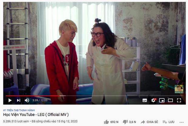 Ông hoàng nhạc chế sau 2 năm mất tích vừa comeback đã chặn đứng khả năng kéo dài top 1 trending YouTube của Lê Bảo Bình - Ảnh 2.