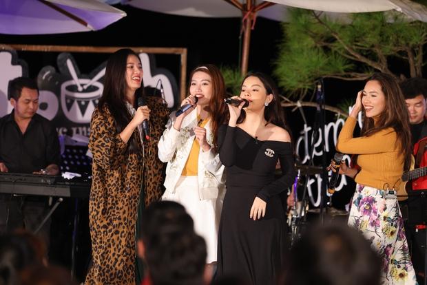 Quỳnh Châu & Hương Ly - 2 người đẹp từng dính líu đến Quang Hùng lần đầu chạm trán ở Vietnam Why Not - Ảnh 3.