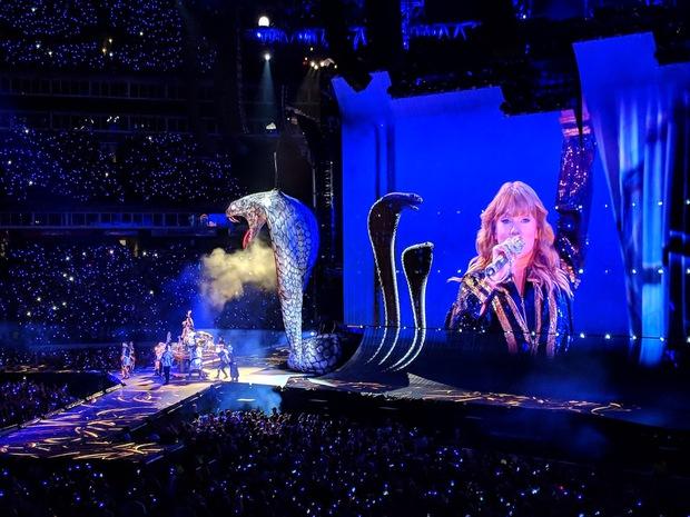 Top 20 tour diễn của nữ nghệ sĩ có doanh thu cao nhất lịch sử: Taylor Swift tuy xuất sắc nhưng không phải người được xướng tên nhiều nhất - Ảnh 3.