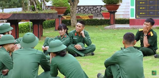 Hôn hụt chú Ngạn trong phim, Trà Long Khánh Vân quyết tâm tìm lại bình yên với anh lính trong Sao Nhập Ngũ? - Ảnh 2.