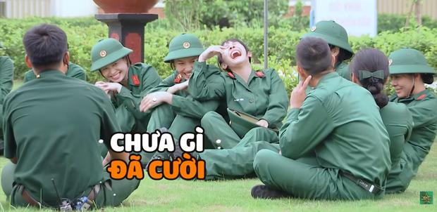 Hôn hụt chú Ngạn trong phim, Trà Long Khánh Vân quyết tâm tìm lại bình yên với anh lính trong Sao Nhập Ngũ? - Ảnh 5.