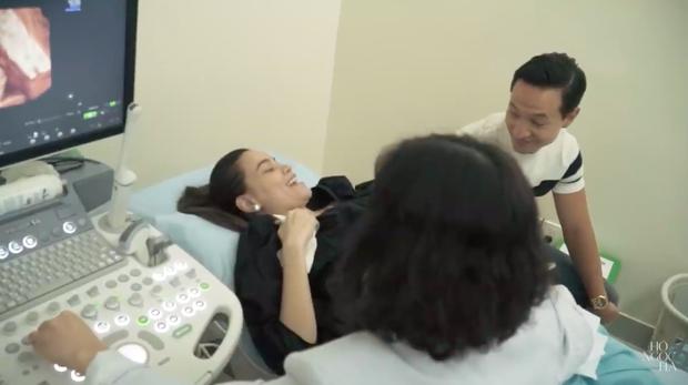 Hà Hồ lên tiếng về tin đồn có bầu giả, hiếm hoi hé lộ Kim Lý bật khóc 3 lần khi cô mang thai - Ảnh 2.