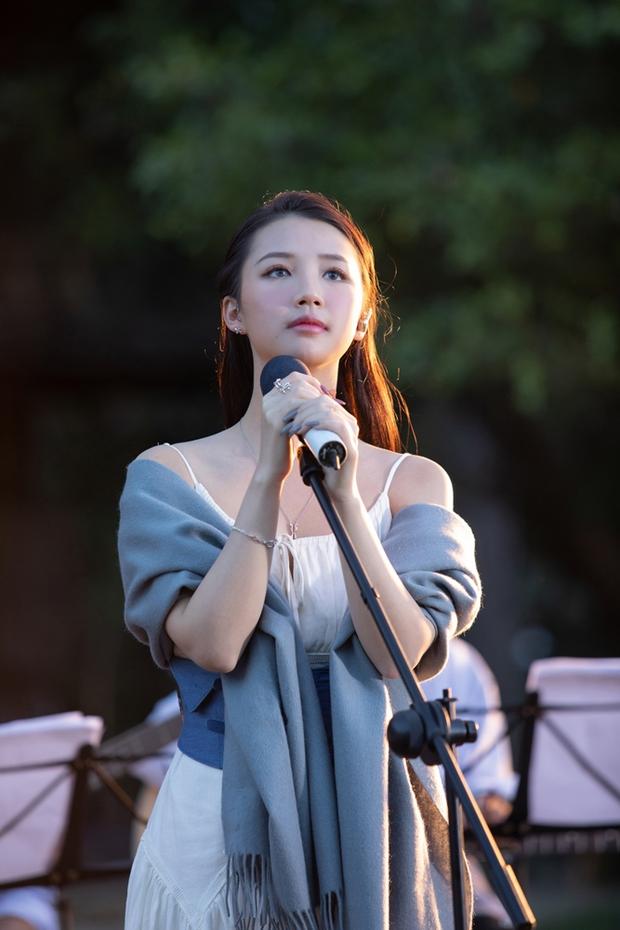 dreamee the 1st live acoustic show - AMEE mạo hiểm trái sở trường để sang trang sự nghiệp? - Ảnh 4.