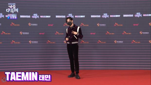 """Tranh cãi siêu thảm đỏ KBS Gayo Daechukje 2020: TWICE - aespa hoá thảm hoạ, BTS và chị cả MAMAMOO vòng 1 khủng vẫn không """"cứu"""" nổi - Ảnh 16."""