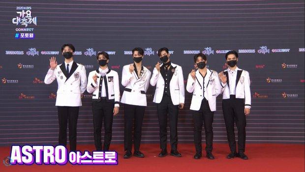 """Tranh cãi siêu thảm đỏ KBS Gayo Daechukje 2020: TWICE - aespa hoá thảm hoạ, BTS và chị cả MAMAMOO vòng 1 khủng vẫn không """"cứu"""" nổi - Ảnh 23."""