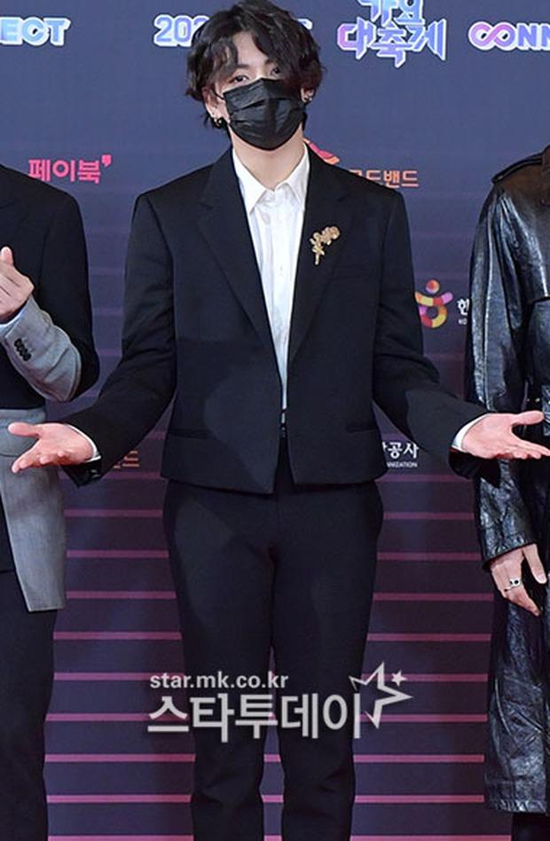 """Tranh cãi siêu thảm đỏ KBS Gayo Daechukje 2020: TWICE - aespa hoá thảm hoạ, BTS và chị cả MAMAMOO vòng 1 khủng vẫn không """"cứu"""" nổi - Ảnh 4."""