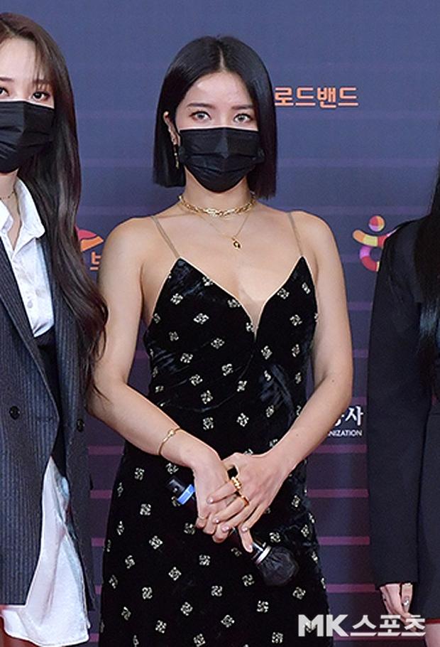 """Tranh cãi siêu thảm đỏ KBS Gayo Daechukje 2020: TWICE - aespa hoá thảm hoạ, BTS và chị cả MAMAMOO vòng 1 khủng vẫn không """"cứu"""" nổi - Ảnh 9."""