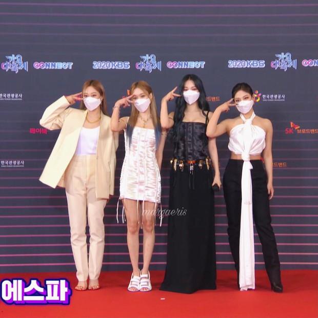 """Tranh cãi siêu thảm đỏ KBS Gayo Daechukje 2020: TWICE - aespa hoá thảm hoạ, BTS và chị cả MAMAMOO vòng 1 khủng vẫn không """"cứu"""" nổi - Ảnh 5."""