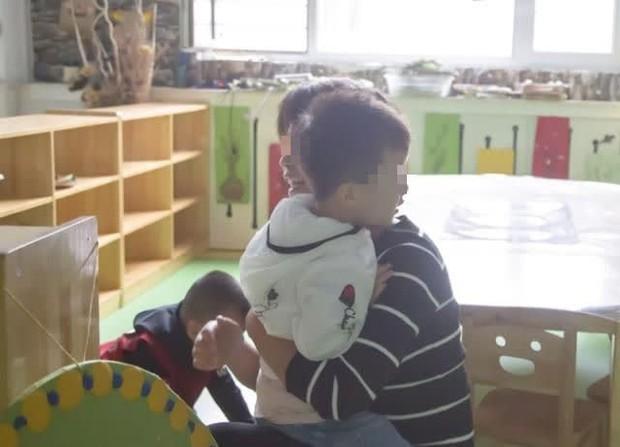 Trung Quốc: Giáo viên ép học sinh ăn hết suất cơm trưa dẫn đến tử vong - Ảnh 1.