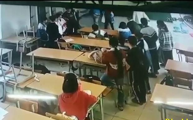Công an triệu tập phụ huynh đánh học sinh lớp 6 ở Điện Biên lên làm việc - Ảnh 1.