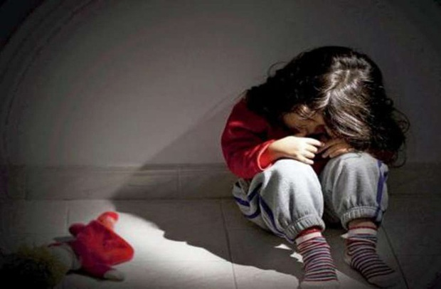Được cặp vợ chồng nhận nuôi, 4 đứa trẻ tưởng được hưởng sung túc đủ đầy hóa ra là sống không bằng chết với những hình thức tra tấn ghê rợn - Ảnh 2.