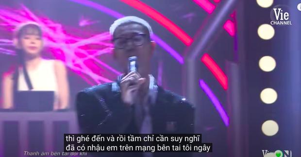 Rap Việt bật chế độ Vietsub tự động, màn trình diễn của MCK xuất hiện câu tục tĩu khiến Tlinh cũng khó hiểu - Ảnh 4.