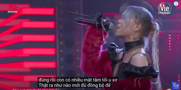 Rap Việt bật chế độ Vietsub tự động, màn trình diễn của MCK xuất hiện câu tục tĩu khiến Tlinh cũng khó hiểu - Ảnh 8.