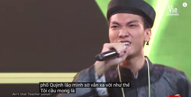 Rap Việt bật chế độ Vietsub tự động, màn trình diễn của MCK xuất hiện câu tục tĩu khiến Tlinh cũng khó hiểu - Ảnh 7.