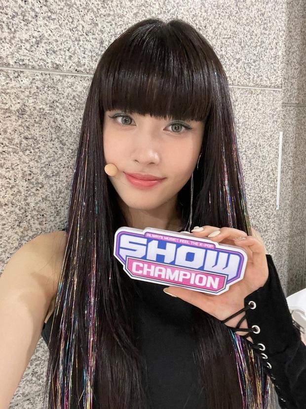 Nữ idol Kpop hiếm có: Từ diễn viên nhí thành idol, vừa debut đã gây sốt vì nhóm toàn mỹ nhân, thân thế gây bất ngờ lớn - Ảnh 8.