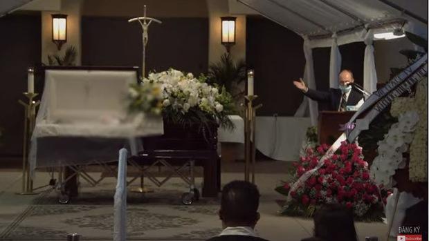 Lễ viếng NS Chí Tài tại Mỹ: Quan tài NS Chí Tài đóng lại vĩnh viễn, bà xã Phương Loan không nỡ rời xa linh cữu - Ảnh 8.
