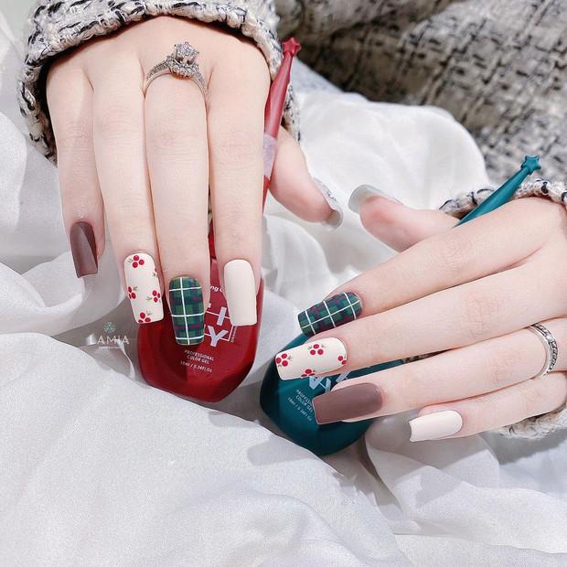 Đón Noel với 10 bộ nail xinh miễn bàn hot hit nhất các tiệm lúc này - Ảnh 6.