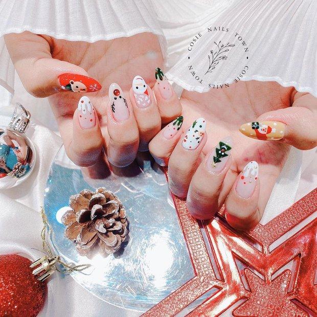 Đón Noel với 10 bộ nail xinh miễn bàn hot hit nhất các tiệm lúc này - Ảnh 16.