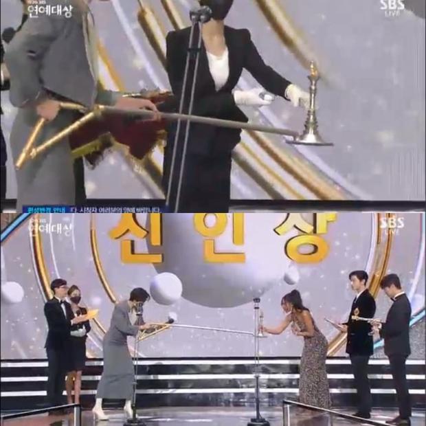 """Dàn sao dự SBS Entertainment Awards 2020 tấu hài với phụ kiện khẩu trang: Vừa đeo phòng dịch vừa giúp tạo nụ cười """"giả trân"""" - Ảnh 1."""