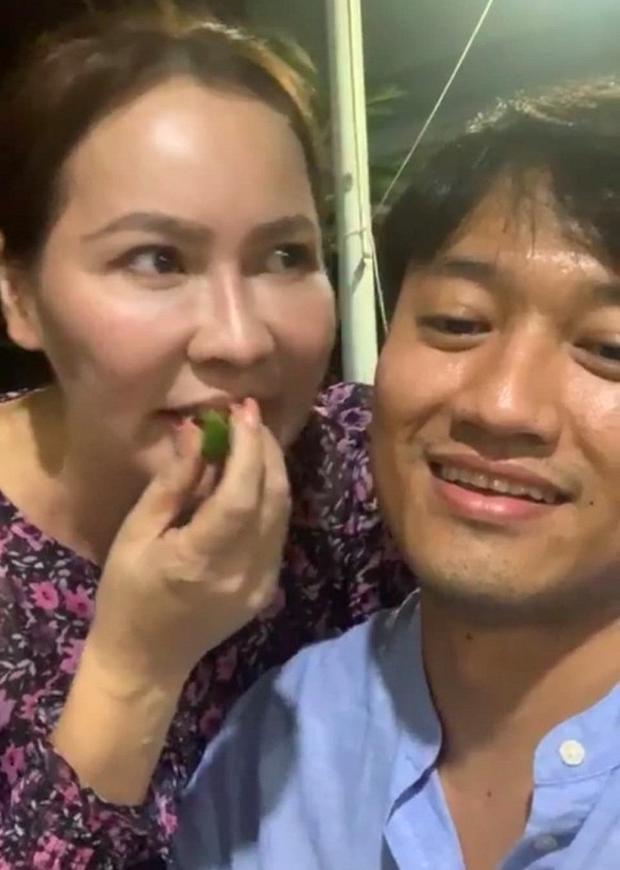 Quý Bình livestream tiết lộ sở thích của bà xã, Thanh Hà liền đặt nghi vấn cặp đôi có em bé - Ảnh 3.