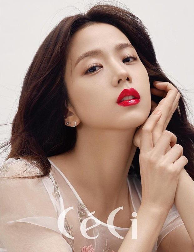 Netizen tranh cãi Jisoo (BLACKPINK) có khuôn mặt phù hợp làm diễn viên hay idol, câu chốt hạ khiến ai cũng gật gù - Ảnh 13.