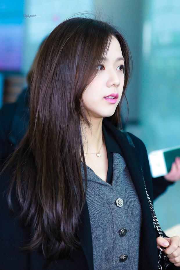 Netizen tranh cãi Jisoo (BLACKPINK) có khuôn mặt phù hợp làm diễn viên hay idol, câu chốt hạ khiến ai cũng gật gù - Ảnh 4.