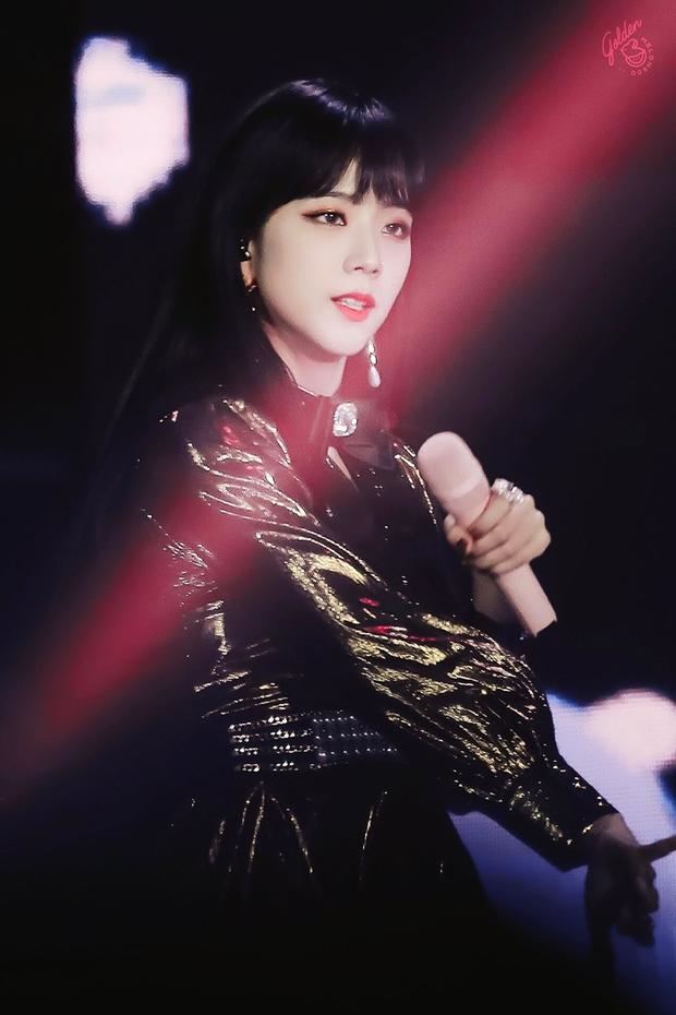 Netizen tranh cãi Jisoo (BLACKPINK) có khuôn mặt phù hợp làm diễn viên hay idol, câu chốt hạ khiến ai cũng gật gù - Ảnh 5.