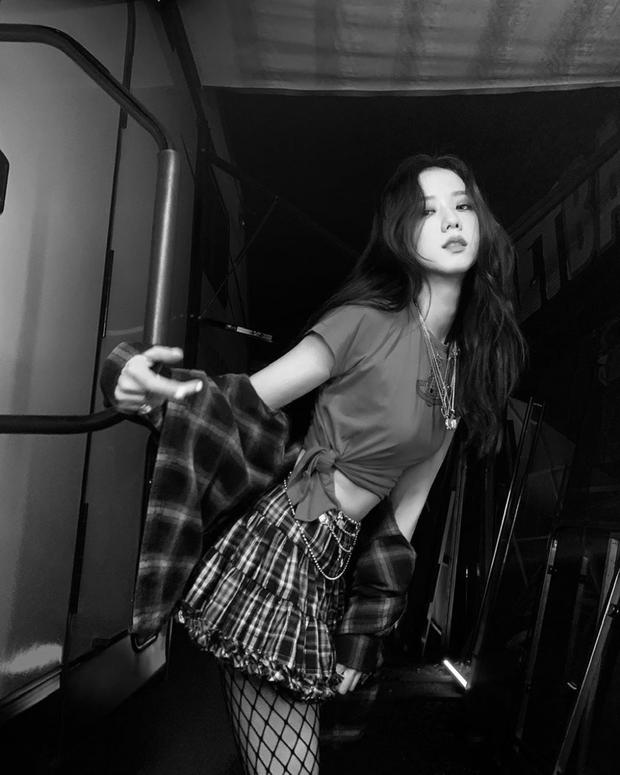 Netizen tranh cãi Jisoo (BLACKPINK) có khuôn mặt phù hợp làm diễn viên hay idol, câu chốt hạ khiến ai cũng gật gù - Ảnh 7.