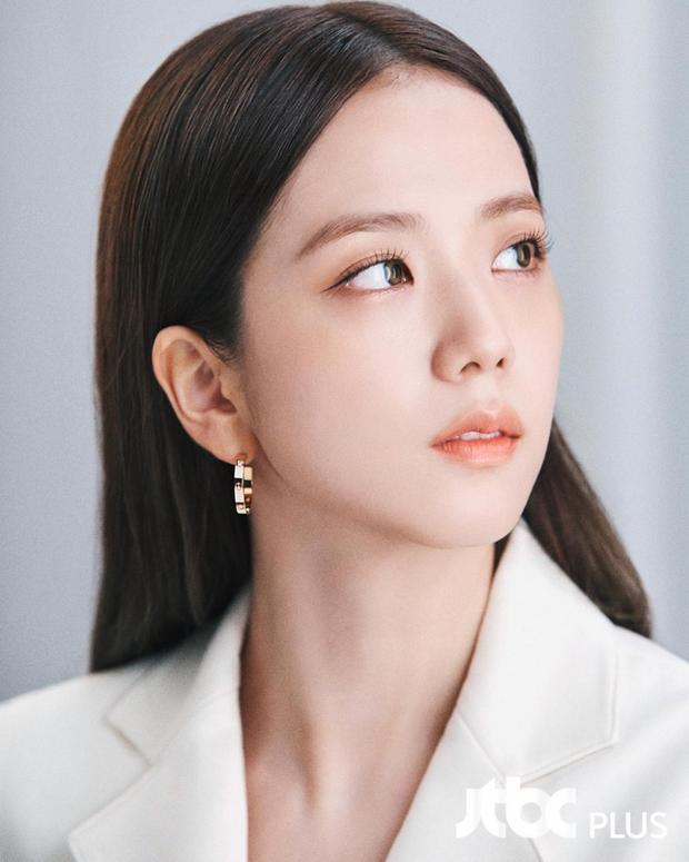 Netizen tranh cãi Jisoo (BLACKPINK) có khuôn mặt phù hợp làm diễn viên hay idol, câu chốt hạ khiến ai cũng gật gù - Ảnh 8.